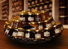 Angela von der Goltz, Chefin der Marmeladenmanufaktur in Münster entwickelt handgemachten Köstlichkeiten - und ist für uns ein authentischer Ort. Places, Boss Lady, Marmalade, Lugares
