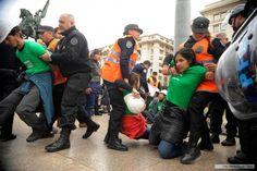 Argentina: Detuvieron a 35 activistas de Greenpeace por reclamar la protección de Glaciares