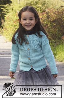 "Knitted DROPS jacket with shirred pattern on yoke in 2 threads ""Alpaca"". Size 3 - 12 years ~ DROPS Design"