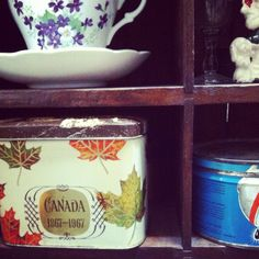 I have this exact tea tin from 1967!