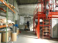 impianti per la trasformazione di scorificanti e degassanti per fonderia sottoforma di granulo calibrato: si parte dalla miscelazione, ad una fase successiva è la pressatura e granulazione;