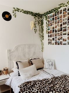 dream rooms for girls teenagers ~ dream rooms + dream rooms for adults + dream rooms for women + dream rooms luxury + dream rooms teenagers + dream rooms for couples + dream rooms for adults bedrooms + dream rooms for girls teenagers Cute Bedroom Ideas, Room Ideas Bedroom, Home Decor Bedroom, Bedroom Inspo, Teen Room Decor, Room Decor Boho, Decor Rustic, Dorm Room Walls, Bedroom Inspiration