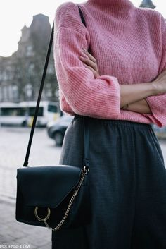 Pink inspiration style : knitted jumper + skirt + it bag <3 look jersey rosa, pink style, pink ootd, spring outfits, knitwear style