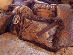 Reilly-Chance Pillows/Bedding  Find yours at Carter's Furniture    Midland, Texas  432-382-2843