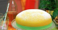 Underbar tårta med chokladkräm, apelsinsylt och vispad grädde. Täcks med marsipanlock. Perfekt till påskfirandet.
