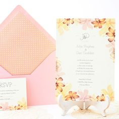 Wedding invitation with attractive floral patterns in pink, mustard and brown: Covent Garden. Invitación de boda con motivos florales para bodas románticas. www.azulsahara.com