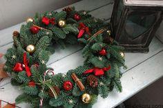 Читайте також Різдвяний декор з шишок та жолудів. 35 ідей Різдвяні віночки з фатіну, сніжинок та ниток Величезна фотопідбірка Різдвяних віночків Свіжі ідеї різдвяних віночків … Read More