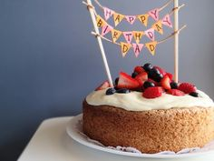 Old fashioned sponge cake topped with whipped mascarpone cream and fresh berries; the perfect option for a light birthday cake. Food Cakes, Cupcake Cakes, Cupcakes, Send Birthday Cake, Cool Birthday Cakes, Happy Birthday, Birthday Garland, Birthday Bunting, Formation Patisserie