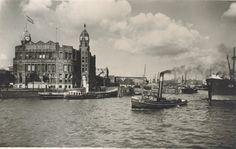 De hoeder van de Rijnhaven Het markante hoofdkantoor van de Holland Amerika Lijn staat prachtig op heet Koninginnehoofd. De nabijgelegen ingang van de Rijnhaven wordt door het pand goed in de gaten gehouden.
