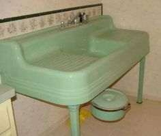 This style sink brings back memories of my cousin farm in Maine. Like this style paired with metal cabinets.