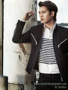 CNBLUE BLUE TRAVEL PHOTOBOOK - Lee JongHyun