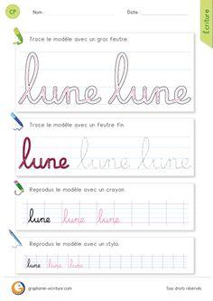 Apprendre à écrire le mot lune en minuscules cursives.