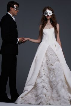 The new Vera Wang wedding dresses have arrived! Take a look at what the latest Vera Wang bridal collection has in store for newly engaged brides. Wedding Dress Trends, Fall Wedding Dresses, Wedding Dress Styles, Bridal Dresses, Wedding Gowns, Ivory Wedding, Luxury Wedding, Vera Wang Bridal, Vera Wang Wedding