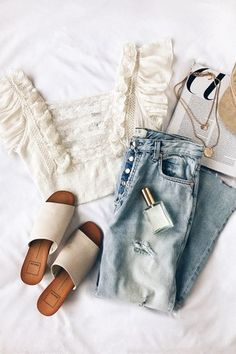 These Spring Outfit Ideas Will Help You Look More Stylish Celebrity Fashion Outfit Trends And Beauty Tips Style Outfits, Casual Outfits, Cute Outfits, Fashion Outfits, Womens Fashion, Fashion Trends, Style Fashion, Casual Hair, Fashion Lookbook