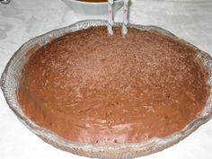 Bolo de suspiro com mousse de chocolate  Para encomendas visite: https://www.facebook.com/encomendasapieceofcake