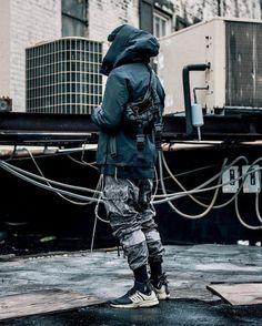 Für etwas härteres Wetter - Camouflage Hose, Sneaker, wetterfeste Jacke