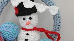 - Guirlanda de bolinhas coloridas de trico e boneco de neve em croche