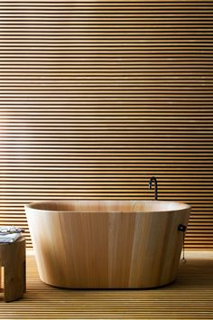 Simple and inviting wooden furniture collection for the bathroom