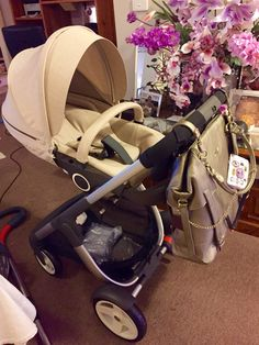 Stokke crusi in beige melange with timi&leslie Charlie bag in pewter