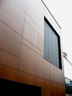 Sistemas de Fachadas | Estación de bomberos revestida con fachada laminada Fundermax | http://sistemasdefachadas.com