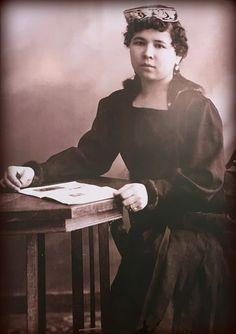 Tatars. Татарская девушка. Казань. 1919