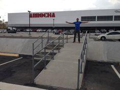 Centro Comercial en la entrada de Villa Lucre in San Miguelito, Panamá. //Tony
