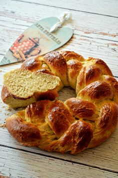 másolata Easter milk bread (Greg added vanilla and replaces honey for the sugar - Elly) Hungarian Recipes, Hungarian Food, Cake Recipes, Vanilla, Food And Drink, Milk, Easter, Sugar, Breads