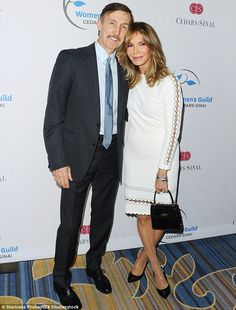 Jaclyn Smith She has been wed to Dr Brad Allen 62 for nearly 20 years. Fall Fashion Trends, Autumn Fashion, 50 Y Fabuloso, Model Face, Ageless Beauty, Fashion Models, Fashion Tips, Indie Fashion, Classy Fashion