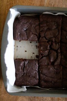Dark Chocolate Chickpea Brownies: Healthy for you, while still being fudgy, rich moist and addicting. @roastedroot