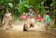 Sack Race using jute sacks. Precious Children, Beautiful Children, Foto Picture, Sack Race, Village Photography, Kids Photography Boys, Indian Photoshoot, Child And Child, People Of The World