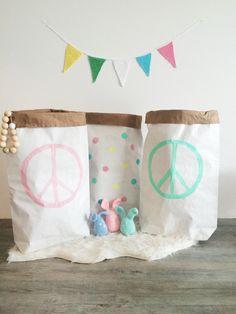 Pastel kleur paperbags xxl met peace zijn te koop bij www.huisjemetspulletjes.nl
