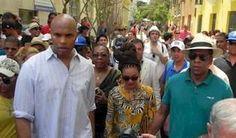 Beyonce y Jay Z de turismo en La Habana. La famosa cantante de pop estadounidense Beyonce se encuentra en La Habana en viaje privado de turismo junto a su esposo el rapero Jay Z, la cantante y su comitiva escogieron el Hotel Saratoga, en La Habana para celebrar el quinto aniversario de su boda.