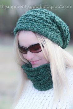 Loom Knit Cowl Free Pattern.  Knit this beautiful pleated cowl yourself in one evening!  #freeloomknittingpatterns