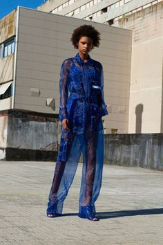 Fashion Week Paris Resort 2018 look 18 from the Givenchy collection womenswear Fashion 2018, Fashion Week, Runway Fashion, Fashion Models, Fashion Brands, High Fashion, Vogue Paris, Haute Couture Style, Givenchy