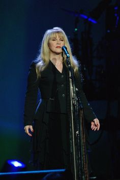 Stevie ~ ☆♥❤♥☆ ~ arms by her side during her 'Gold Dust' tour in Sydney, Australia, on February 25th, 2006