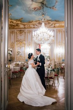 Want to organize your Wedding in France? Looking for a Wedding Planner in Paris? Wedding in France can offer you some great wedding packages in France to make it easy! Paris Wedding, Hotel Wedding, Luxury Wedding, Wedding Ceremony, Dream Wedding, Paris Destination, Destination Wedding Planner, French Wedding Style, Wedding Moments
