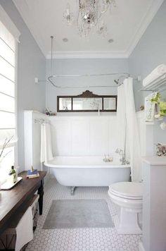 Bagno in stile retrò - bagno in stile liberty nelle tonalità del bianco.