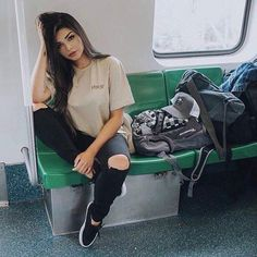 Mundo das fotos on in 2019 poses Casual Outfits, Cute Outfits, Fashion Outfits, Looks Style, My Style, Hummer, Tumblr Girls, Photo Poses, Swagg