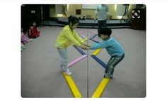 Gross motor activity: kids hold each others hands and try to help each other across the balancing beam Motor Skills Activities, Movement Activities, Gross Motor Skills, Physical Activities, Preschool Activities, Physical Development, Physical Education, Cooperative Games, Brain Gym