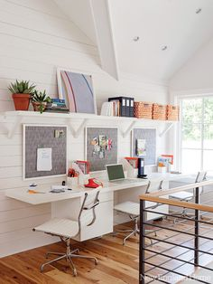 (Photo by John Gruen) This family-friendly lakeside home was designed with children in mind. This room, from the September/October issue (of New England Home Connecticut), gets my (Karen Lidbeck) best kids' workspace award ...