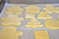 Infornare i biscotti - Ricetta Biscotti natalizi decorati - Biscotti di natale decorati Gingerbread Cookies, Christmas Cookies, Biscotti Cookies, Torte Cake, Bulgarian Recipes, Dessert Recipes, Desserts, Tray Bakes, Food And Drink