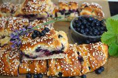 Krämiga blåbär och vaniljbullar i långpanna - Victorias provkök