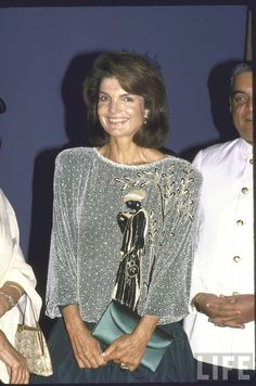 "First Lady Jacqueline Lee (Bouvier) Kennedy Onassis (commonly known as ""Jackie"" (July 1929 – May Date 1986 ♡✿♡✿♡✿. Jackie Oh, Jackie Kennedy Style, Los Kennedy, Jacqueline Kennedy Onassis, John F Kennedy, Caroline Kennedy, Lee Radziwill, Jaqueline Kennedy, John Junior"