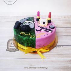 178BA Tort damsko-męski pół na pół z kosmetykami i wojskowymi gadżetami. Women's and men's half birthday cake. Half Birthday Cakes, Bithday Cake, Birthday Cake With Photo, Birthday Woman, Birthday Bash, Twins Cake, Birthday Dinners, Cakes For Boys, Themed Cakes