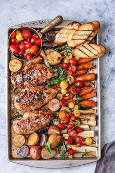 The convenience and simplicity of this chicken dinner makes it extra awesome. This sheet pan bruschetta chicken is fast, family-friendly, no-brainer dinner you need to make tonight! Bruschetta Chicken, Bruschetta Toppings, Bruschetta Recipe, Party Food Platters, Grilled Bread, Cooking Recipes, Healthy Recipes, Spinach Recipes, Le Diner