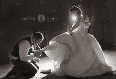 Black and white  |  Garter  |  Great wedding photos  |  Mint wedding  |  City wedding  |  Aislinn Kate Photography | Wedding (Pensacola Wedding Photographer)