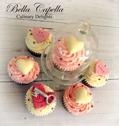 Valentines Key To My Heart cupcakes by cake artist Jennifer Beckham at Bella Capella Culinary Delights in Queenslands Central Highlands. Contact: bellacapella@bigpond.com www.facebook.com/BellaCapellaCulinaryDelights