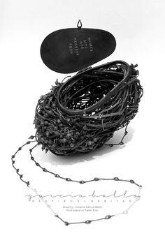 """""""palpitan ramas que tejen nidos, habitan aire que respiro seco"""" Jewelry : Juliana Garcia Bello Pieces made in Taller Eloi"""