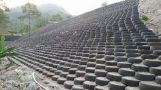 En Olopa trabajan por el Record Guinness de reuso de llantas en un muro de contención | Guate Sostenible