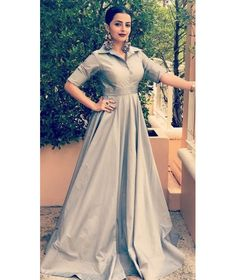 Buy Best Collar Style Long Gown with Super Plain. Grey Collar Style Long Gown is Floor Length Belt Style Gown for Kitty Party worn by Shrenu Parikh. Gown Dress Party Wear, Party Wear Indian Dresses, Long Gown Dress, Lehnga Dress, Indian Gowns Dresses, Indian Fashion Dresses, Dress Indian Style, Indian Designer Outfits, The Dress